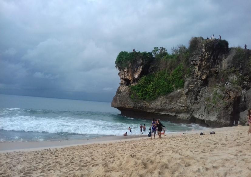 Damai Senja di Balangan Beach