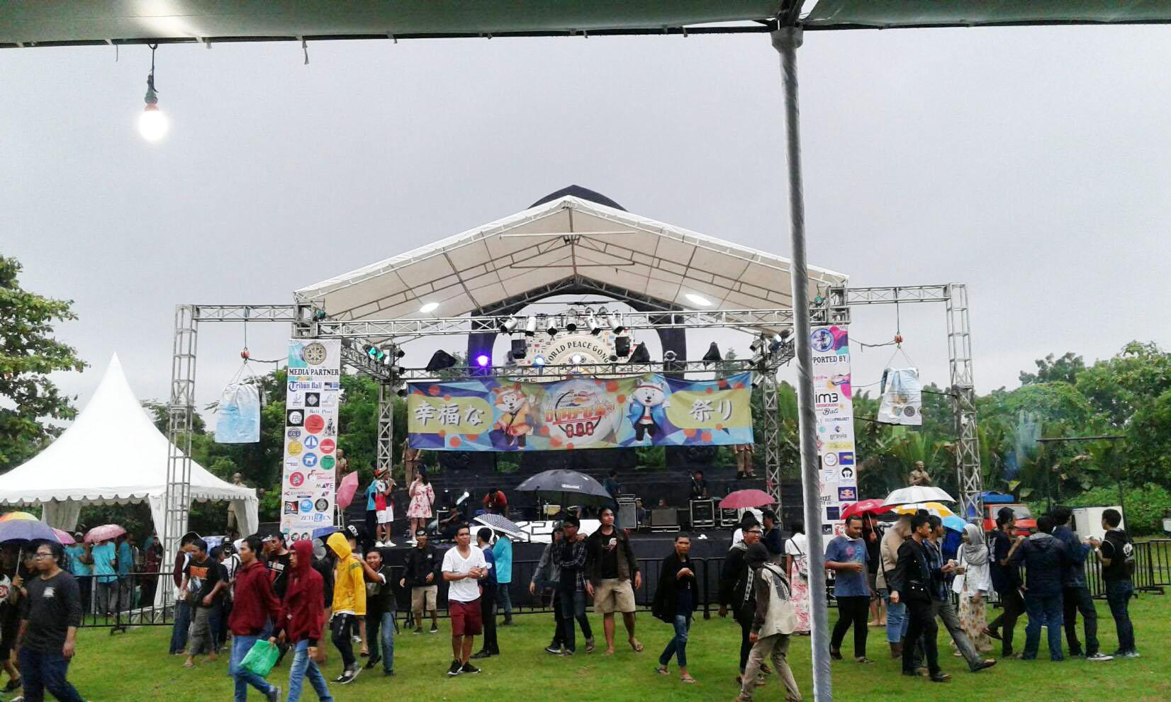 Diguyur Hujan, D'JAFU 6th Tak Padam