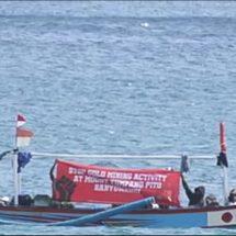 Suarakan Penolakan Tambang Emas Tumpang Pitu, Nelayan Lintasi Pantai Mustika dan Pulau Merah