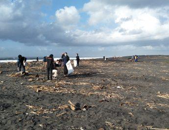 GenBI Beach Clean Up: Memburu Sampah, Menebar Kepedulian